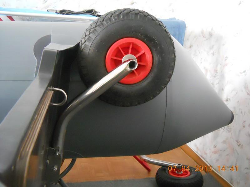 приспособление колес к лодке пвх